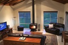 Hut-on-the-hill-heathcote-600px-living